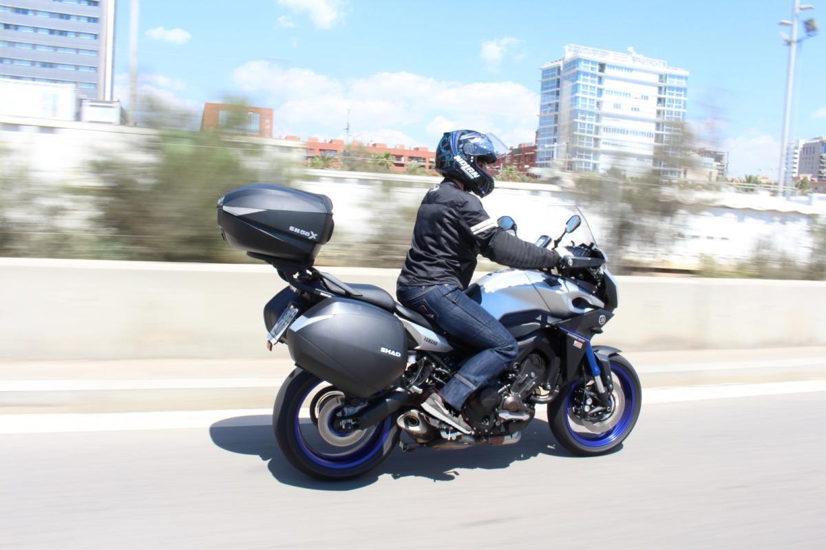 Si el 5% de los viajeros en coche europeos se desplazara en moto el ahorro sería de 3.300 millones de euros