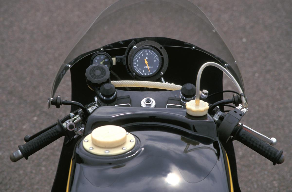 Fotos de la Suzuki XR23B RG 650 de 1977 - FórmulaMoto