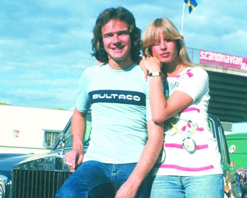 Sheene y su esposa