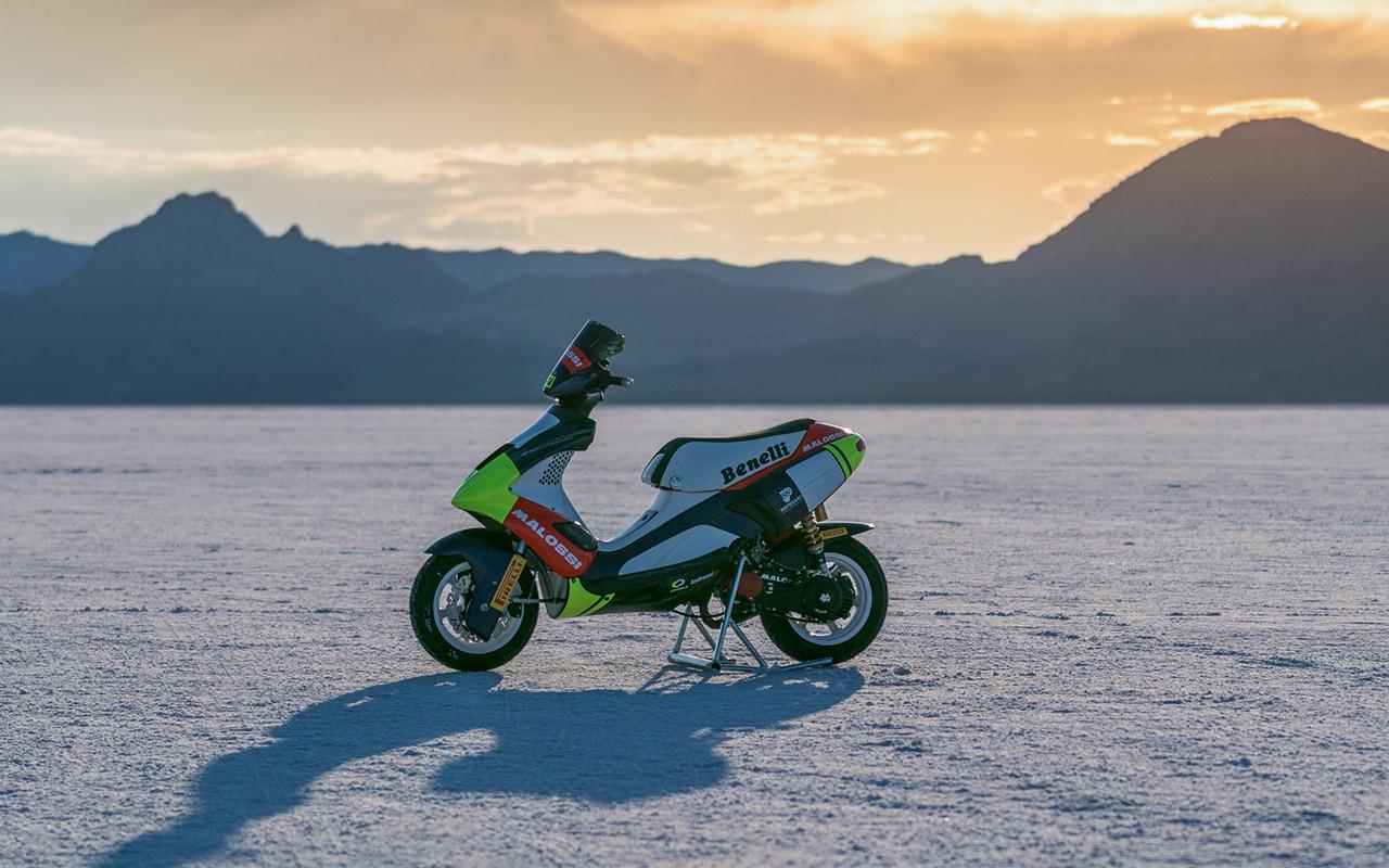 VÍDEO: Un scooter Benelli de 50 cc bate dos récords del mundo de velocidad
