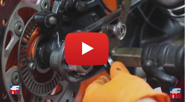 VÍDEO: Cómo tensar la cadena de la moto paso a paso