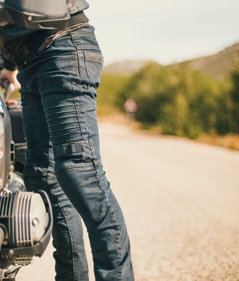 Fórmula Moto te regala unos pantalones vaqueros Racered Tuono