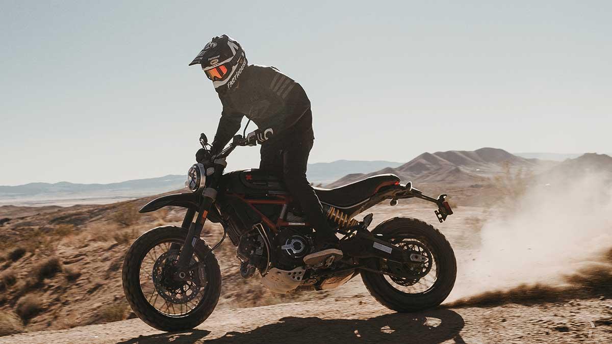 Ducati Scrambler Desert Sled Fasthouse: celebrando la victoria en The Mint 400