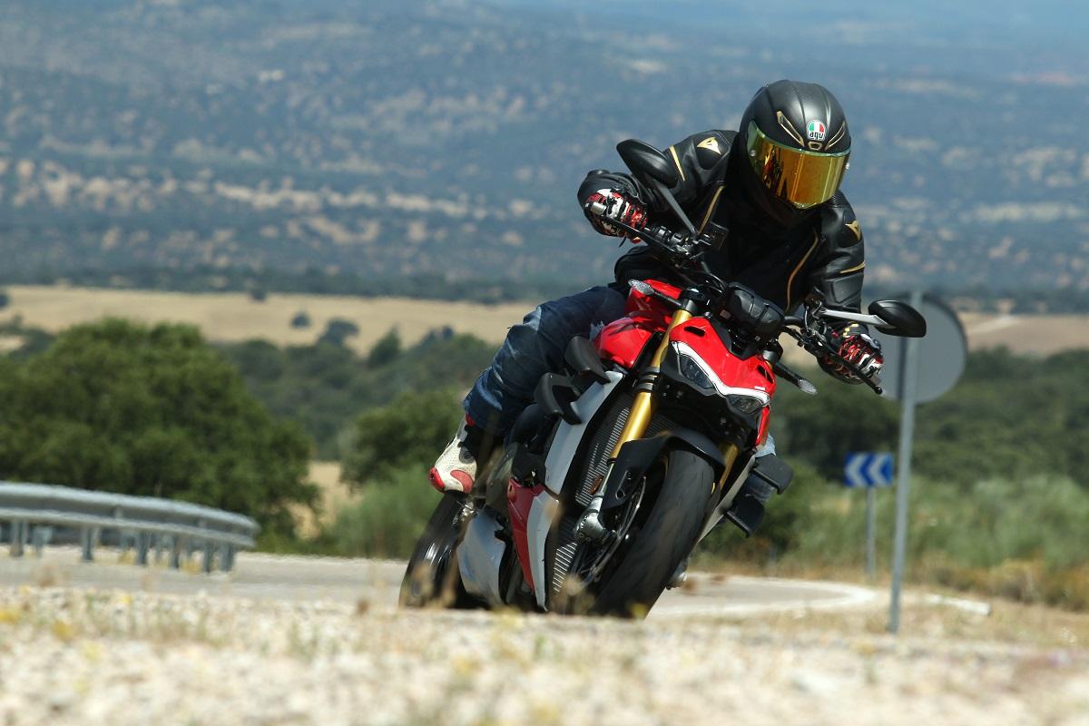 Prueba Ducati Streetfighter V4: Einstein, Ducati y la relatividad