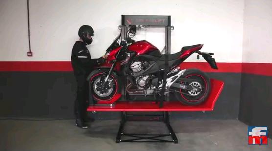 GarajeLift: aparca la moto y el coche en una sola plaza de garaje