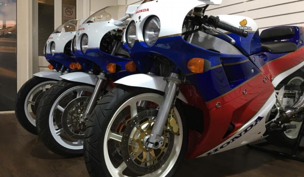 A la venta tres Honda RC30 completamente nuevas en Reino Unido