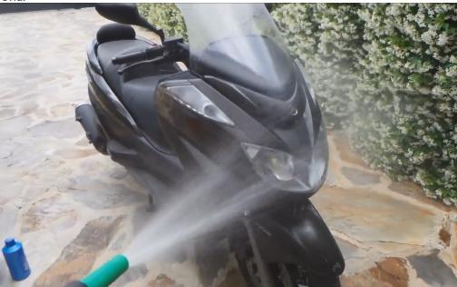 Así se limpia un scooter