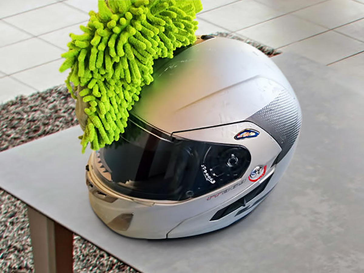 Cómo mantener la pantalla de tu casco limpia y qué hacer si se te ensucia en marcha