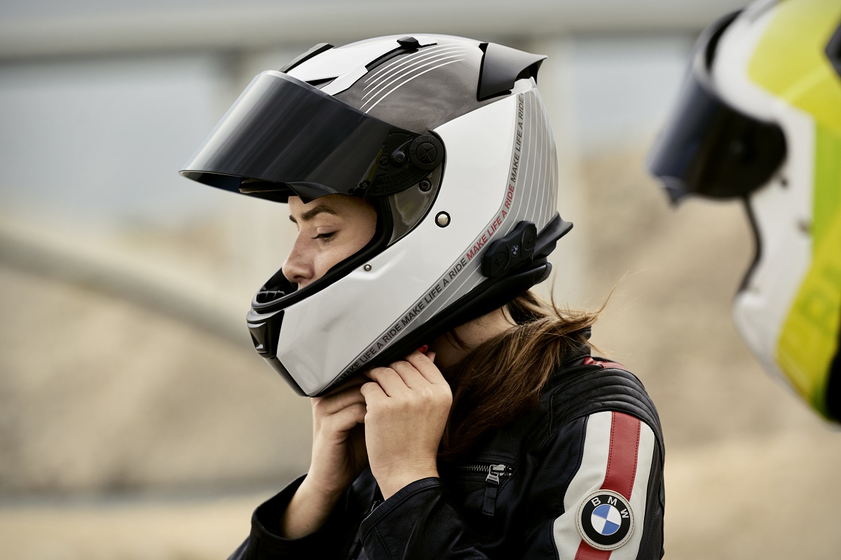 Chicas en moto: Cómo llevar el pelo largo en moto