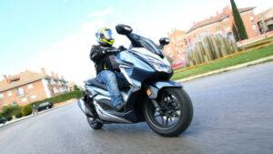 Fotos del Honda Forza 300 en acción