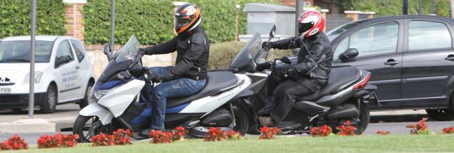Enfrentamos el Yamaha XMAX 125 con el Honda Forza 125