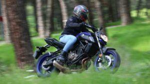 Fotos de la Yamaha MT-07 en acción