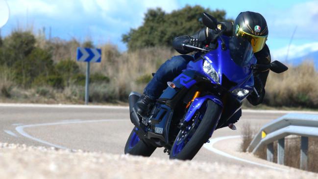 Prueba Yamaha R3: diversión bajo control