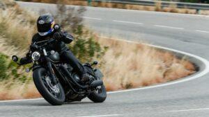 Fotos de la Triumph Bonneville Bobber Black en acción