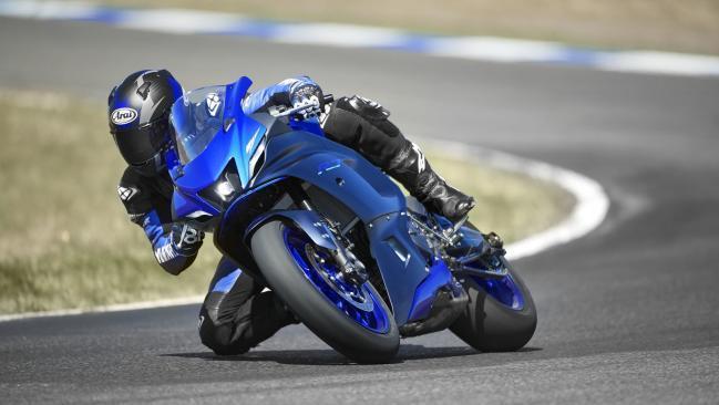 Nueva Yamaha YZF-R7 2021: término medio