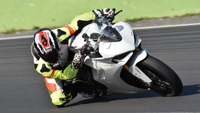 Prueba Ducati SuperSport 950 S: practicidad para el circuito