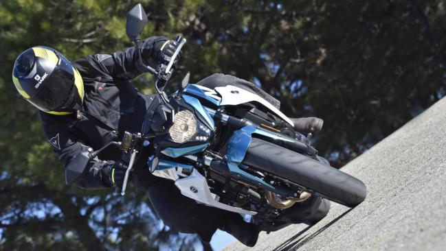 Prueba CF Moto 400 NK: plan B