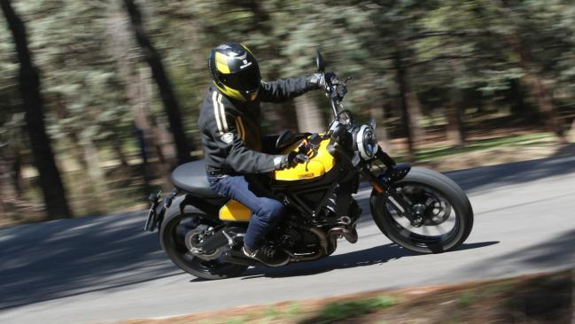 Prueba de la Ducati Scrambler Full Throttle: Cuando te quieres divertir