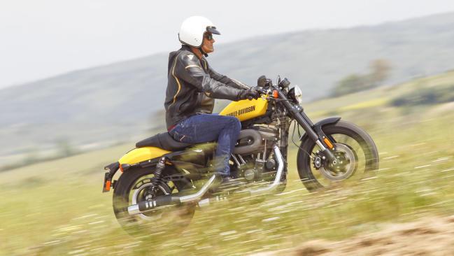 Prueba Harley-Davidson Roadster: Reina del bulevar