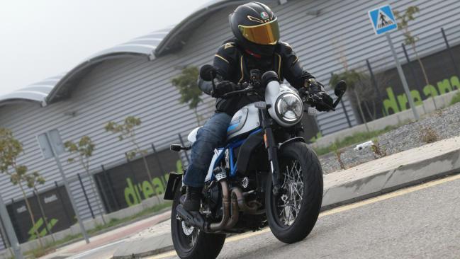 Prueba Ducati Scrambler Café Racer: Capuchino a la boloñesa