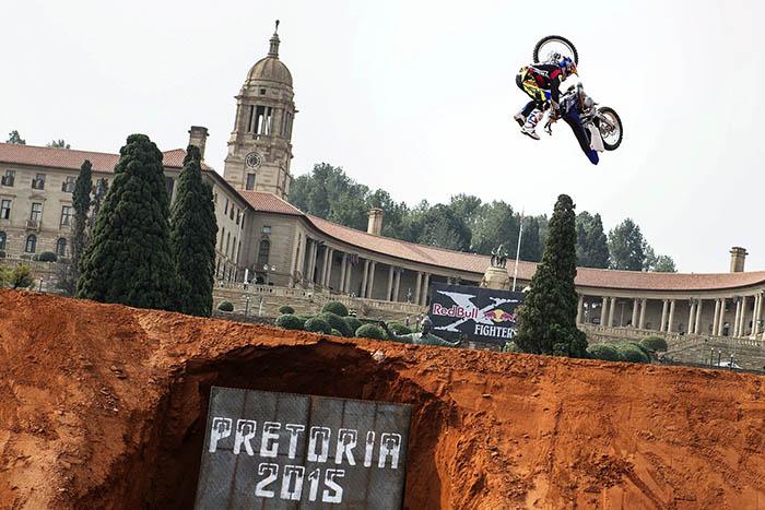 Tom Pagès pone el espectáculo en el  Red Bull X-Fighters de Pretoria
