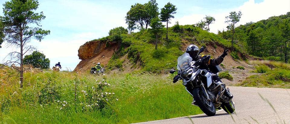 Los 50 mejores tramos de carretera para ir en moto… según Gustavo Cuervo