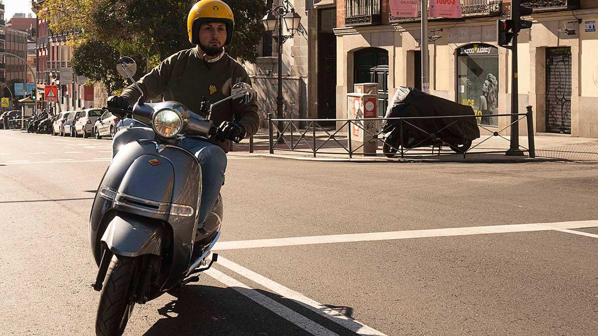 Velca: El scooter que se carga como el móvil