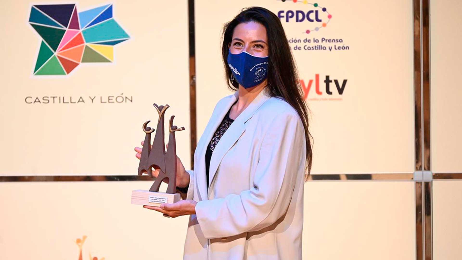 Sara García recibe el galardón a mejor deportista absoluto en los Premios Podium