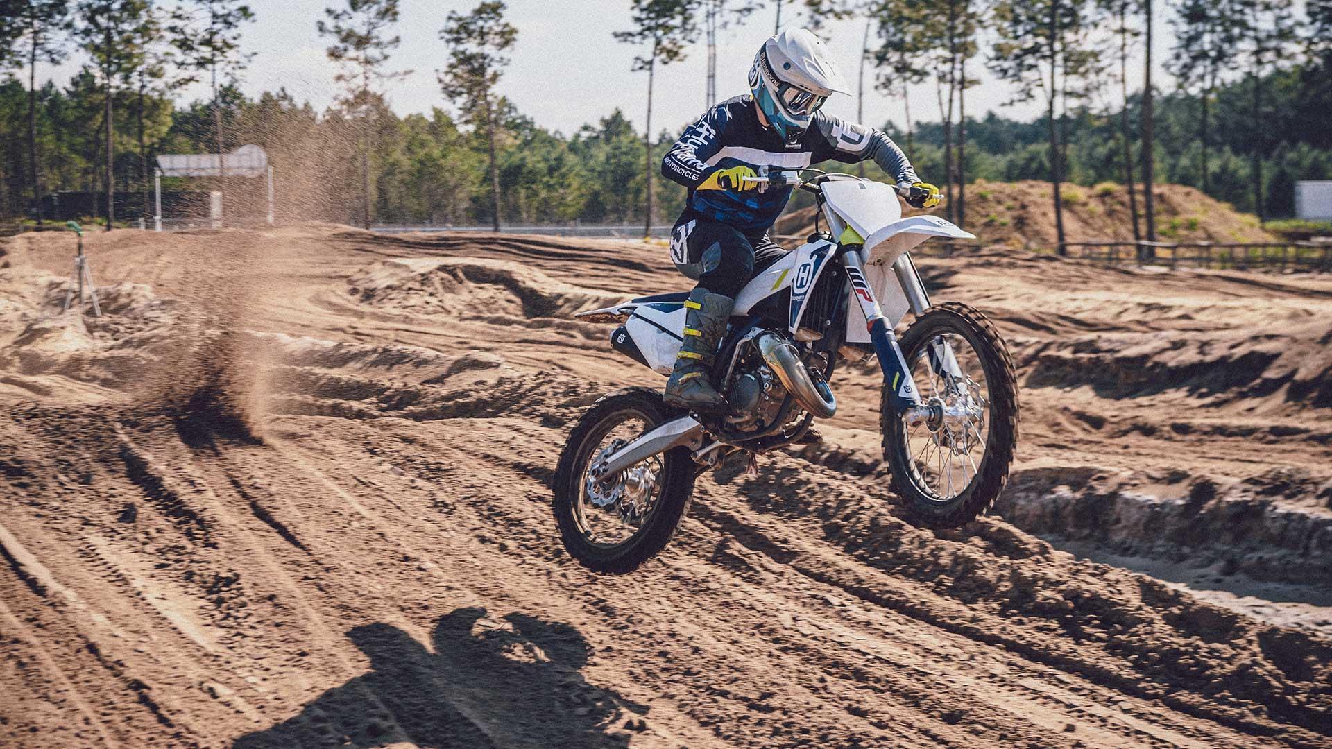 Gama de motocross 2022 de Husqvarna: cambios sutiles y nueva imagen