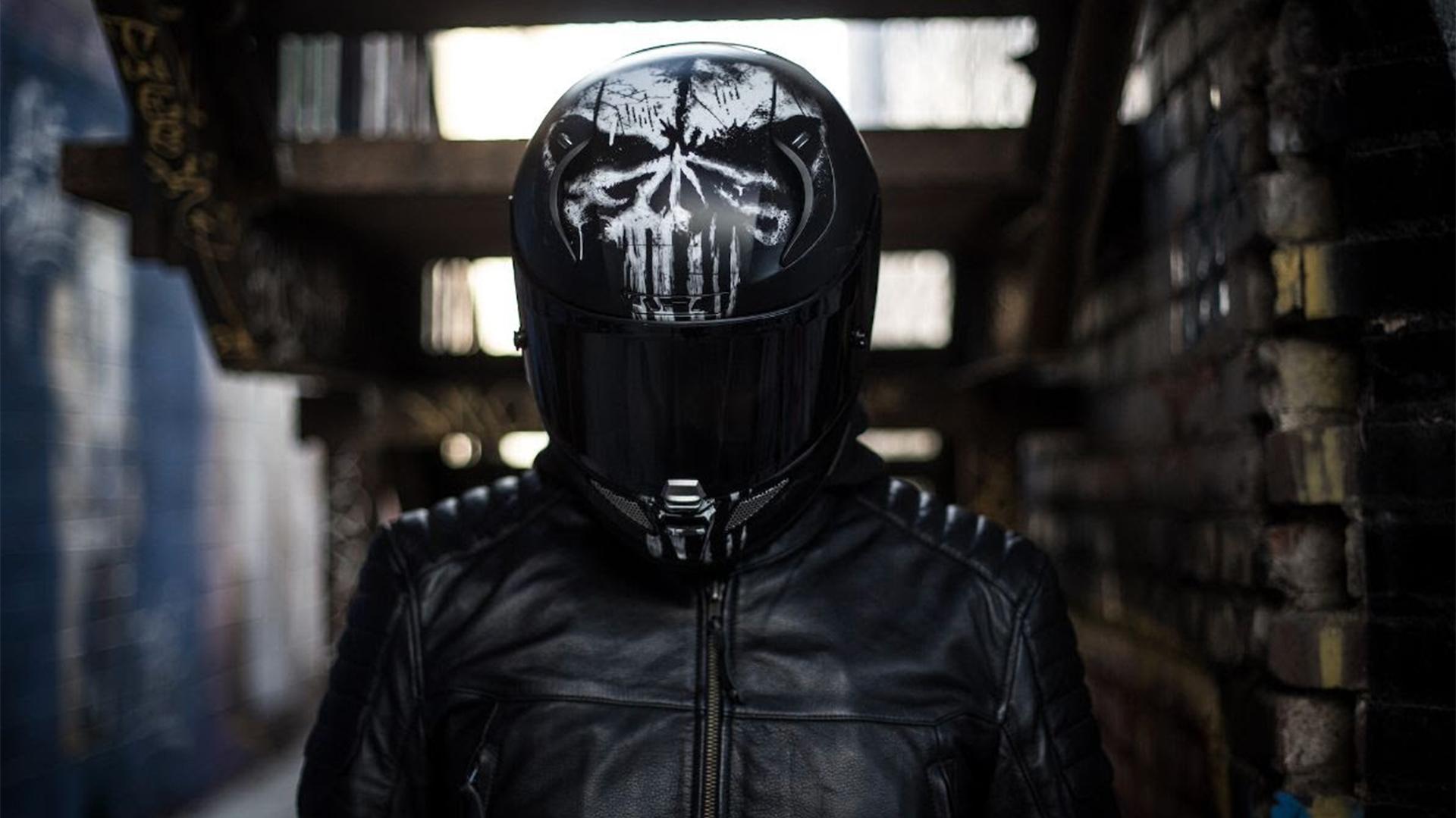 HJC vuelve a poner a la venta la edición especial 'The Punisher' de su casco RPHA 11