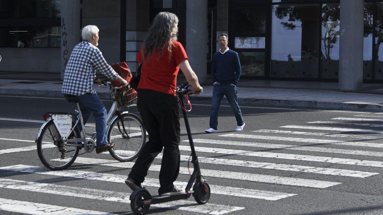 bici y patinete electrico en ciudad