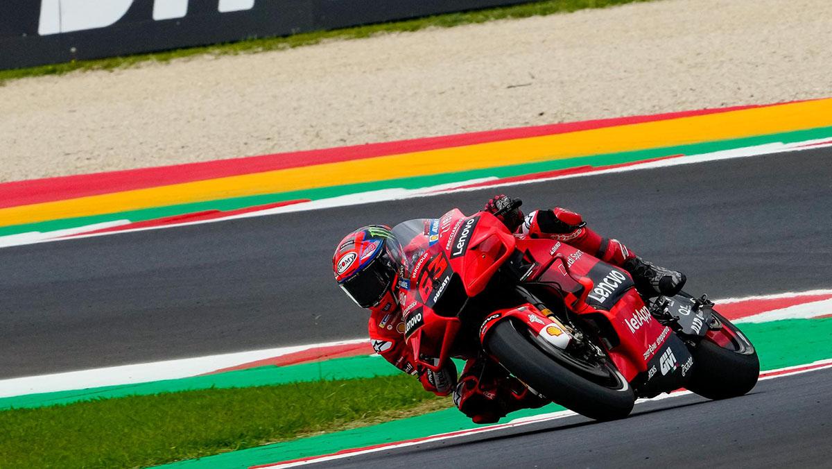 MotoGP San Marino: Bagnaia resiste el asedio de Quartararo y gana por segunda vez consecutiva
