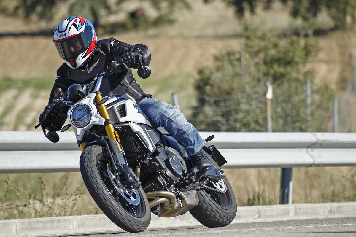 Prueba CF Moto 700 CL-X: ¿te gusta el picante?