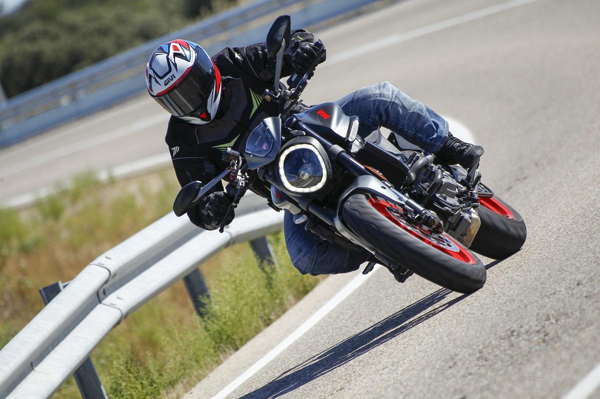 Prueba Ducati Monster: ¿Conoces al Monstruo de las Curvas?