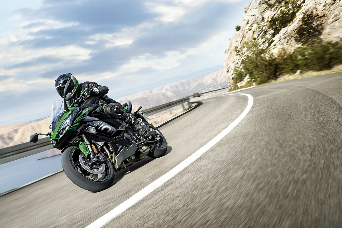 Kawasaki Ninja 1000 SX 2022 con nuevos colores. ¿Cuál es tu preferido?