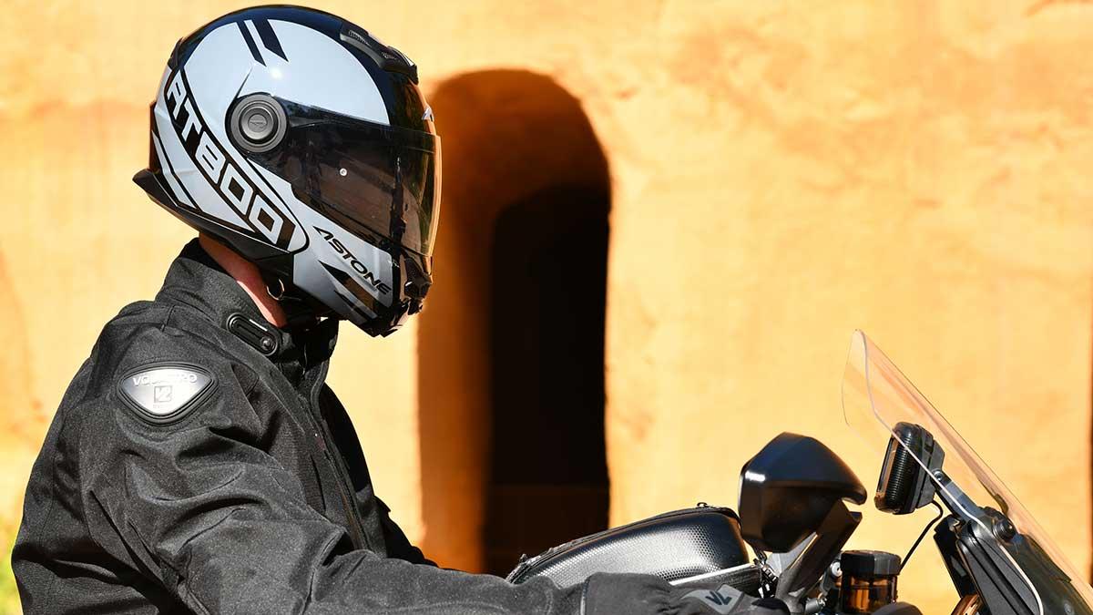 Astone renueva el RT800, su casco modular más popular
