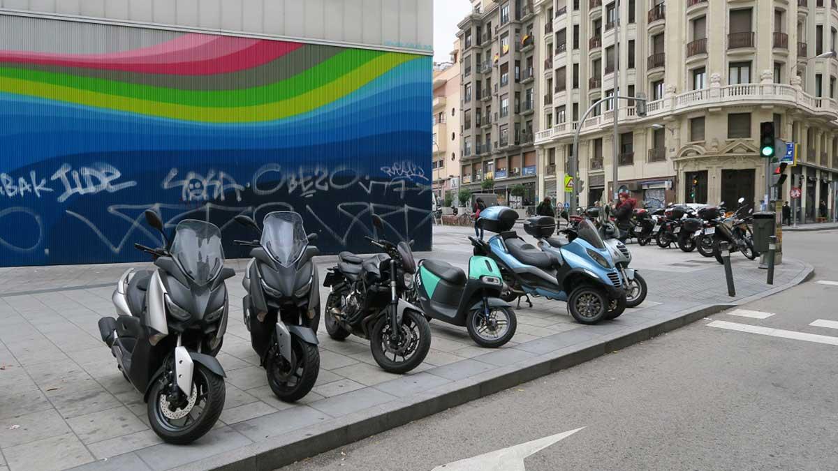 Dónde se puede aparcar la moto en Madrid tras la nueva Ordenanza de Movilidad Sostenible