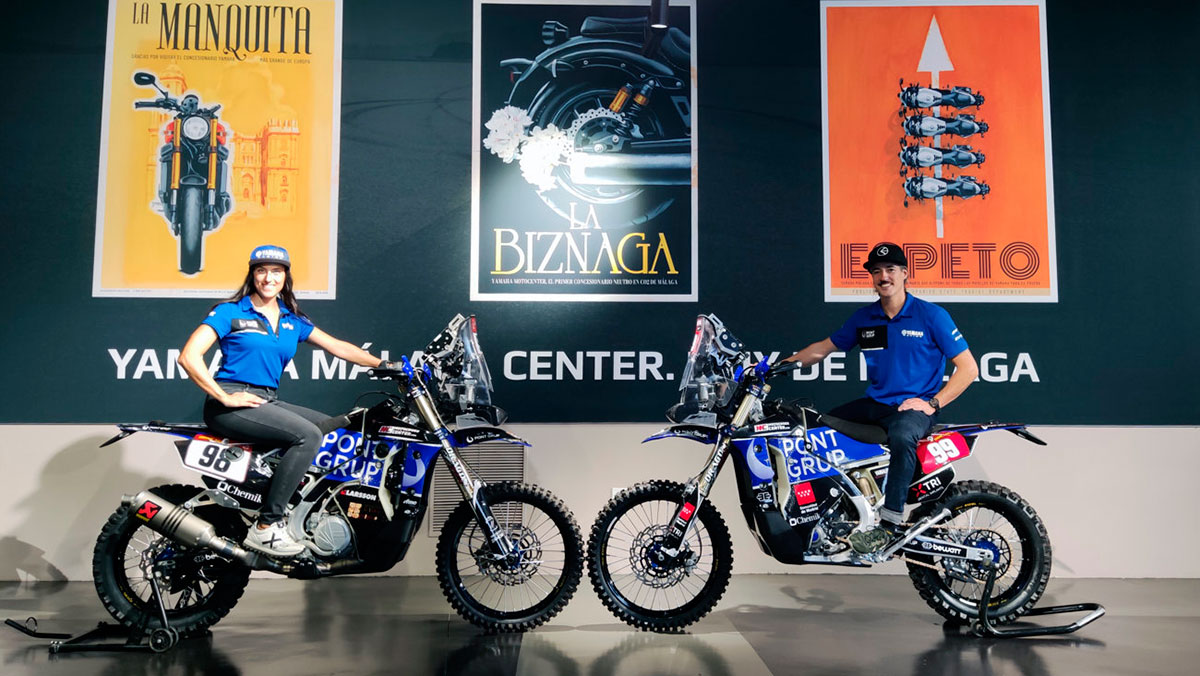 Sara García y Javi Vega presentan sus nuevas motos para el Dakar 2022