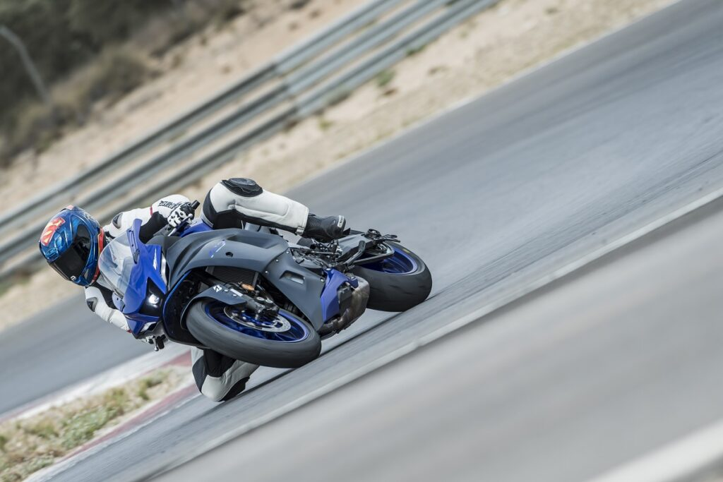 Yamaha R7 16