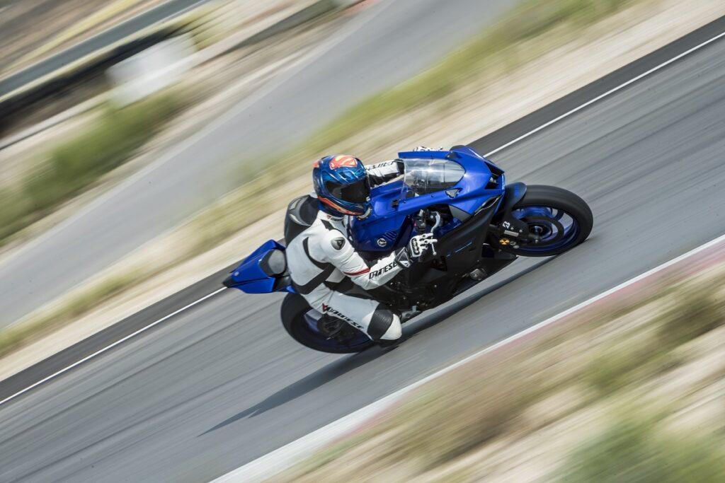 Yamaha R7 17