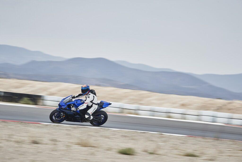 Yamaha R7 7