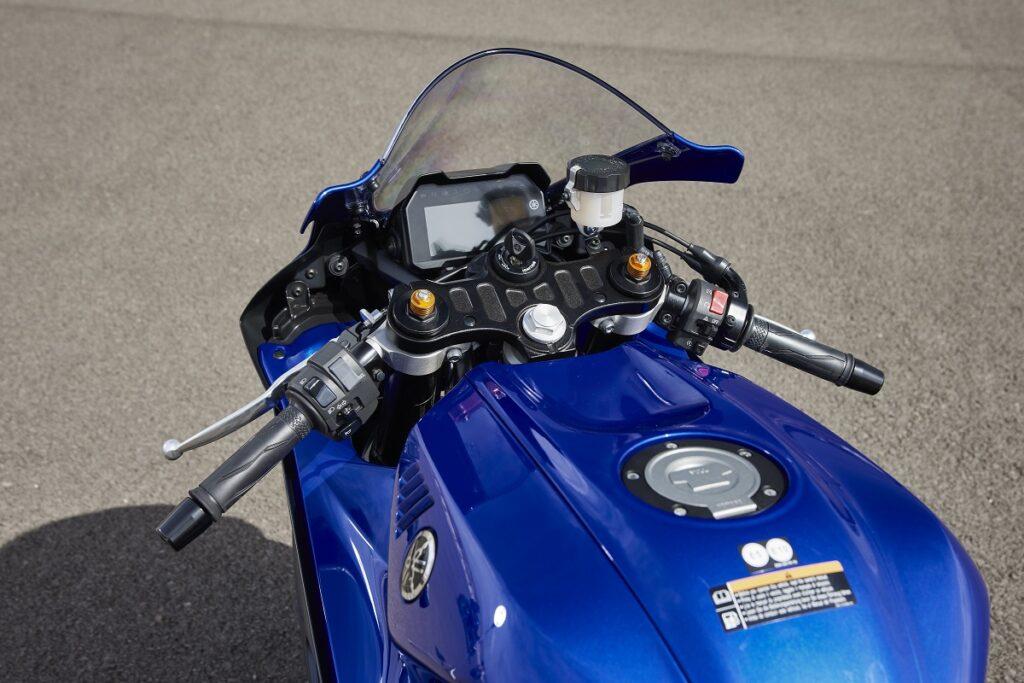 Yamaha R7 8